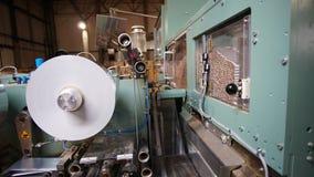 Cha?ne de production de cigarettes dans une usine de tabac photographie stock