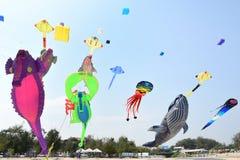 CHA- PLAYA DE LA - 28 DE MARZO: Festival internacional de la cometa de Tailandia Imágenes de archivo libres de regalías