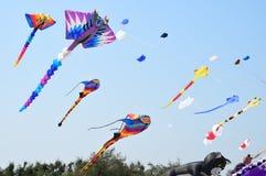 CHA- AM STRAND - 28 MAART: Internationaal de Vliegerfestival van Thailand Royalty-vrije Stock Afbeeldingen
