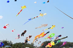 CHA- AM STRAND - 28 MAART: Internationaal de Vliegerfestival van Thailand Stock Fotografie