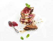 Chałupa sera kulebiaka malinowi bary Fotografia Stock