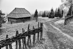 Chałupy i drogi sirogojno wioska zdjęcie royalty free