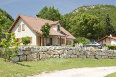 chałupy samochodowy dom na wsi zdjęcie royalty free