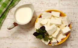 chałupy serowy mleko zdjęcia stock