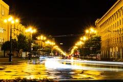 Chabarovsk, Russia - 13 agosto 2018: Quadrato di Lenin alla notte nell'ambito della luce delle lanterne fotografia stock