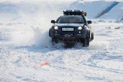 CHABAROVSK, RUSSIA - 28 GENNAIO 2017: Guida di Isuzu Vehicross sopra Fotografie Stock Libere da Diritti