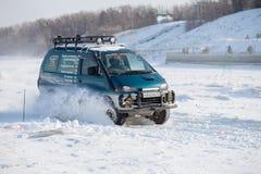 CHABAROVSK, RUSSIA - 28 GENNAIO 2017: Guida di Mitsubishi Delica Immagine Stock Libera da Diritti