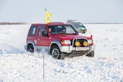 CHABAROVSK, RUSSIA - 28 GENNAIO 2017: Guida di Mitsubishi Pajero Fotografia Stock