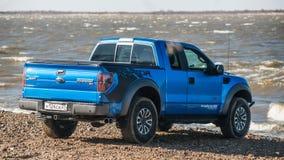 Chabarovsk, Russia - 20 ottobre 2016: Il rapace SUV di Ford F150 è sulla strada che guida sulla sporcizia Immagini Stock Libere da Diritti