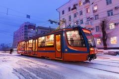 CHABAROWSK, RUSSLAND - 14. JANUAR 2017: Tram in der Straße des Gewinns Lizenzfreie Stockfotografie