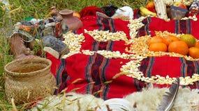 Chacana - gammal infödd ritual i vördnad till Pachamama Mather Earth arkivbild