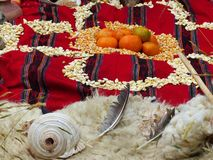 Chacana - vieux rituel indigène dans l'hommage à Pachamama Mather Earth photographie stock