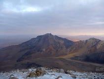 Chachani de nevado de volcan au-dessus d'Arequipa Image libre de droits