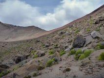Chachani de nevado de volcan au-dessus d'Arequipa Photographie stock libre de droits