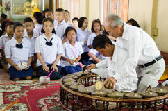 ChaChengSal,泰国- 2014年5月8日:未认出的老师和pu 免版税图库摄影
