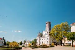 Chachersk, Bielorrusia Señal famosa - ciudad vieja Hall In Sunny Summer foto de archivo