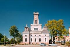 Chachersk, Bielorrusia Señal famosa - ciudad vieja Hall In Sunny Summer imagen de archivo