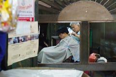 CHACHOENGSAO,泰国- 2017年1月22日:得到一ha的顾客 库存照片