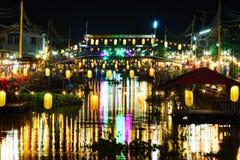 CHACHOENGSAO, ТАИЛАНД - 18-ое ноября 2017: Старый рынок Nakorn Nakhon Nueang Khet на ноче на выходных, Ch Стоковые Фото