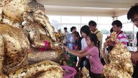 CHACHOENGSAO, TAILÂNDIA 4 DE JULHO DE 2012: Ganesha em Wat Saman Rattanaram em Chachoengsao, Tailândia, templo de Saman Rattanara video estoque
