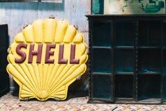 CHACHOENGSAO, TAILANDIA - 7 de octubre de 2017: Viejo vintage Shell Oil Imagen de archivo libre de regalías
