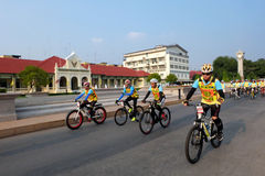 Chachoengsao, THAILAND - DECEMBER 11, 2015: Many people cycing in the event BIKE FOR DAD in chachoengsao, Thailand. Royalty Free Stock Photography