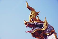 Chachoengseo, Tailândia 3 de fevereiro de 2019: Estátua do Naga ou da serpente, a opinião do budismo, templo tailandês foto de stock royalty free