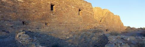 Chaco峡谷印地安废墟,日落,新墨西哥 免版税库存照片