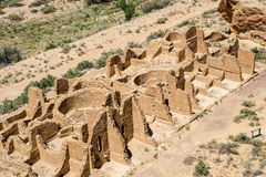 Chaco kanjons Kin Kletso Pueblo Ruins royaltyfri fotografi