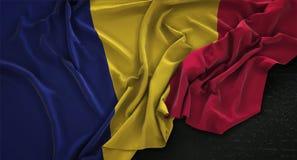 Chad Flag Wrinkled On Dark-3D de Achtergrond geeft terug Stock Fotografie