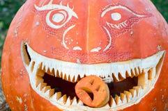 CHADDS福特, PA - 10月26日:伟大的南瓜雕刻2013年10月26日的Carve比赛 库存图片