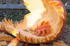 CHADDS福特, PA - 10月26日:在伟大的南瓜雕刻2013年10月26日的Carve的蜘蛛南瓜比赛 库存照片