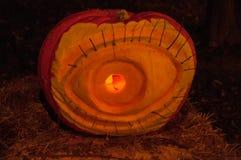 CHADDS FORD, PA - 26 DE OCTUBRE: La gran calabaza Carve que talla competencia el 26 de octubre de 2013 Imagen de archivo