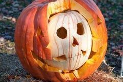 CHADDS FORD, PA - 26 OCTOBRE : Le grand potiron Carve découpant le concours le 26 octobre 2013 photographie stock libre de droits