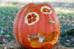CHADDS FORD, PA - 26. OKTOBER: Der große Kürbis Carve Wettbewerb am 26. Oktober 2013 schnitzend stockfotos