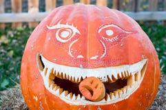 CHADDS FORD, PA - 26. OKTOBER: Der große Kürbis Carve Wettbewerb am 26. Oktober 2013 schnitzend lizenzfreies stockfoto
