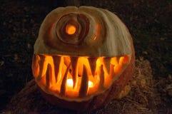CHADDS FORD, PA - 26. OKTOBER: Der große Kürbis Carve Wettbewerb am 26. Oktober 2013 schnitzend stockbild