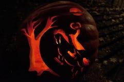 CHADDS FORD, PA - 26. OKTOBER: Der große Kürbis Carve Wettbewerb am 26. Oktober 2013 schnitzend lizenzfreie stockbilder