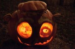 CHADDS FORD, PA - 26. OKTOBER: Der große Kürbis Carve Wettbewerb am 26. Oktober 2013 schnitzend lizenzfreie stockfotografie
