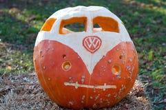 CHADDS FORD, PA - 26. OKTOBER: Kürbis VW Volkswagon am großen Kürbis Carve Wettbewerb am 26. Oktober 2013 schnitzend stockfotografie