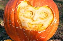 CHADDS FORD, PA - PAŹDZIERNIK 26: Wielka bania Rzeźbi cyzelowanie konkurs na Październiku 26, 2013 Zdjęcie Stock