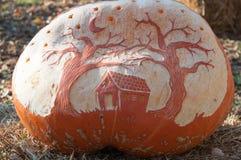 CHADDS FORD, PA - PAŹDZIERNIK 26: Wielka bania Rzeźbi cyzelowanie konkurs na Październiku 26, 2013 Obrazy Royalty Free