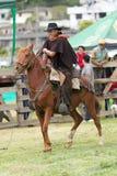 Chagra que monta el caballo en Ecuador Foto de archivo libre de regalías