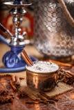 Chai latte, orientalisk söt drink Arkivfoton