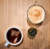 Chai latte, thee, en succulent stock afbeeldingen