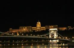 Chain bro i Budapest royaltyfri fotografi