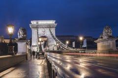 Chain bro på skymning, Budapest, Ungern Royaltyfri Foto
