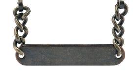 chain hängande gammal platta för metall arkivbild