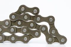 Chain ordnat för cykel på en vit tabell Periodiskt serva av delen royaltyfri bild