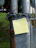 Chain and post-it Royalty Free Stock Photography